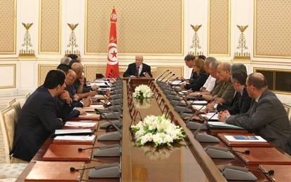 Tunisie : Un gouvernement en retard d'une guerre
