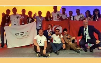 Des as de l'école d'Esprit sacrés champions d'Imagine Cup Pan-Arab