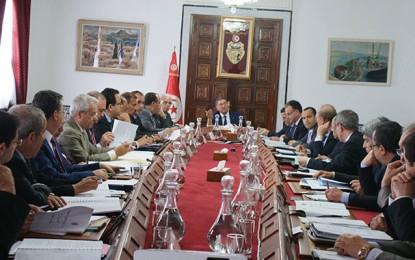 Gouvernement: Habib Essid nomme 5 chargés de mission et en remercie 3