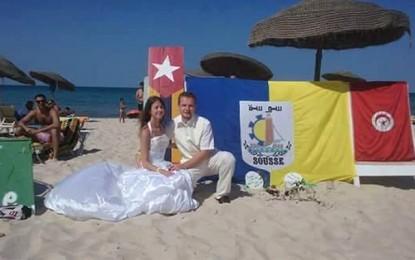 Ils se disent oui sur une plage de Sousse pour défier le terrorisme