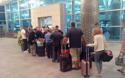 Attentat de Sousse: 3 100 touristes quittent la Tunisie en quelques heures