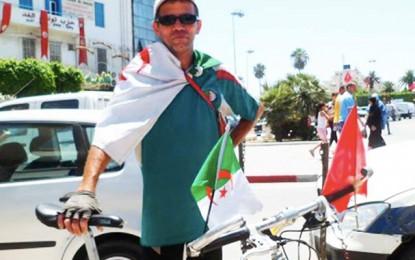 Un Algérien parcourt 1.360 km en vélo pour soutenir la Tunisie