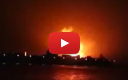Explosions impressionnantes dans un bâtiment US