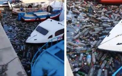 Le port de Sousse envahi par les bouteilles en plastique (Vidéo)