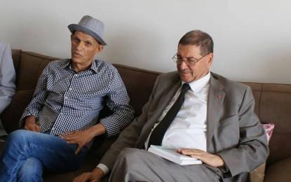 Habib Essid au chevet du poète Ouled Ahmed