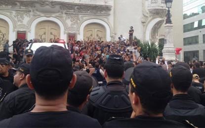 La répression des manifestations anti-corruption