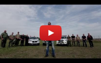 Un maire hongrois menace les migrants dans un clip-vidéo