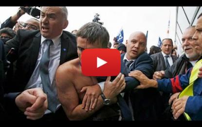 Air France: Deux dirigeants agressés et déshabillés!