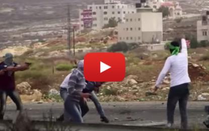 Des soldats israéliens battent des civils palestiniens à Ramallah