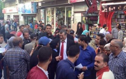 Hachemi Hamdi fait du racolage à la place Barcelone de Tunis