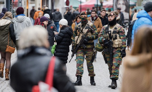 faits divers attentats bruxelles craint une attaque terroriste imminente avec armes et explosifs .