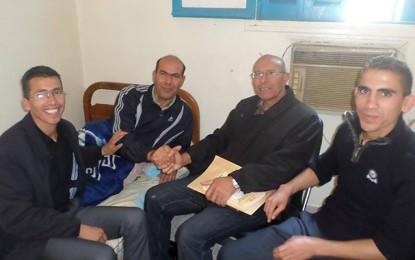 Après 10 jours de grève de la faim, le ministère de l'Éducation le recrute