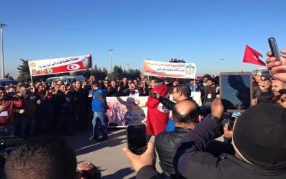 Carthage: Les policiers protestent devant le palais présidentiel