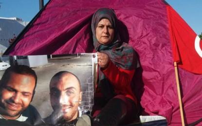 Sit-in à la Kasbah pour exiger la vérité sur le sort de Chourabi et Guetari