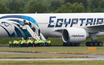 Vol Egyptair détourné : Quatre étrangers et l'équipage retenus
