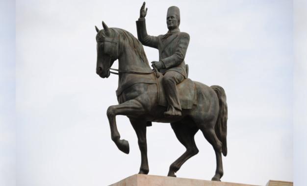 Statue-de-Bourguiba