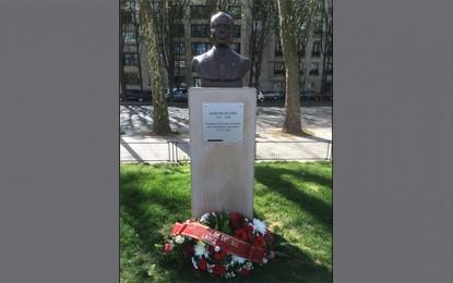 Paris se recueille à la mémoire de Bourguiba