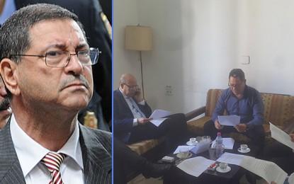 Habib Essid au secours de la presse écrite