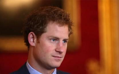 Le prince Harry rend hommage aux victimes des attentats du Bardo et de Sousse