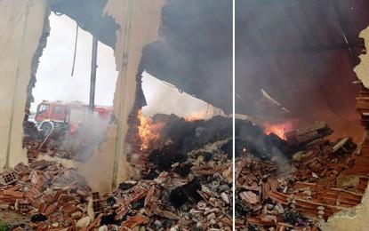 Tunis: Un incendie ravage un entrepôt à Sidi Hassine