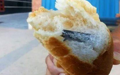 Ariana : Il trouve une lame de rasoir dans son pain !