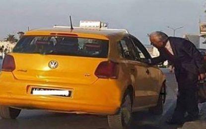 Le ministre Kamel Ayadi rentre chez lui en taxi