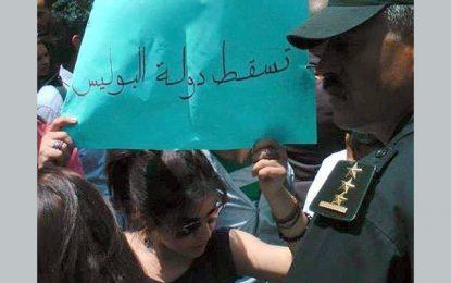 Mobilisation avec Lina Ben Mhenni qui comparait devant le juge