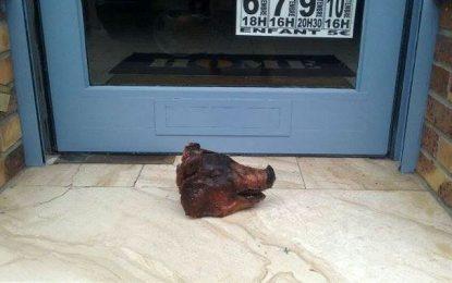 France: Un Tunisien découvre une tête de cochon devant son salon de coiffure