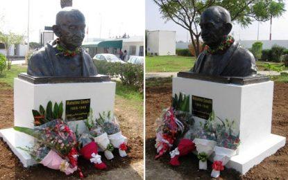 Non-violence : Gandhi sur un piédestal dans le campus de Manouba