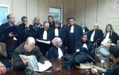 Des avocats fâchés contre le fisc : Des hommes de loi violent la Loi