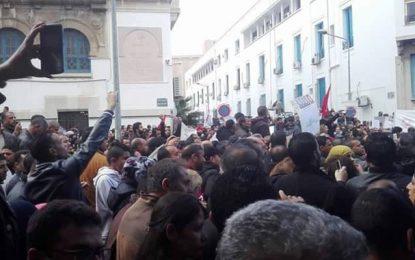 Asharq Al Awsat : «Crainte de l'impact des protestations  sur les élections en Tunisie»