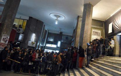 Frayeur aux JCC : Un homme se balafre devant le cinéma Colisée