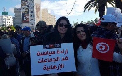 Des Tunisiens protestent au Bardo: Non au retour des terroristes !