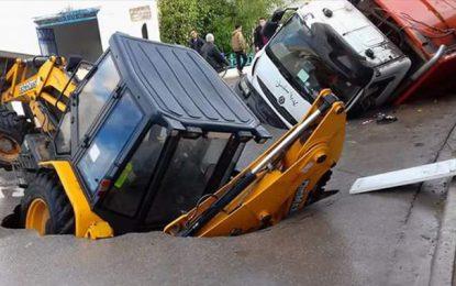 Soliman : Une route cède sous le poids de 2 véhicules municipaux