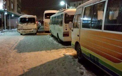 Jendouba : Des dizaines de véhicules bloqués par la neige