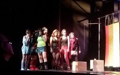 A El Teatro : ''Femmes'' entre chiennes et louves