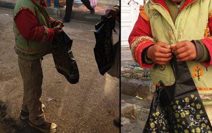 Omar, l'élève qui vend des sachets au marché de Jendouba