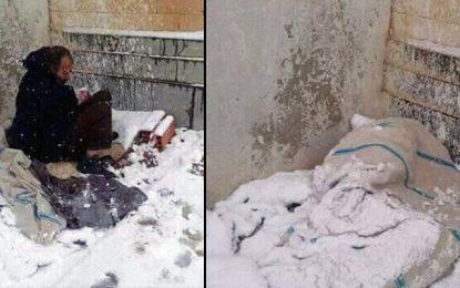 Thala : Imed, le sans abri, passe la nuit sous la neige