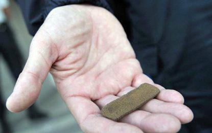 Kasserine : Un policier arrêté en possession de 7kg de cannabis