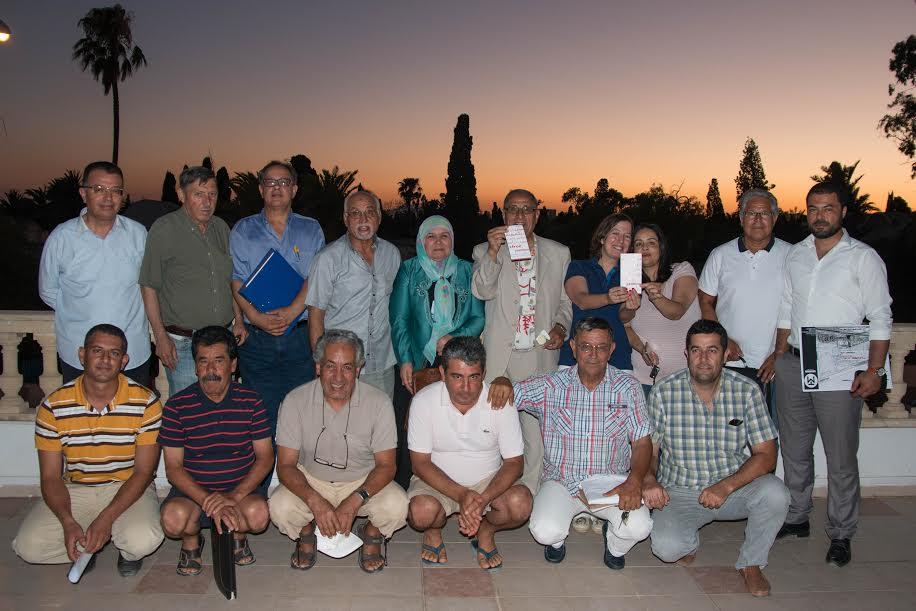 Députés et activistes de la société civile devant l'espace Yasmina.