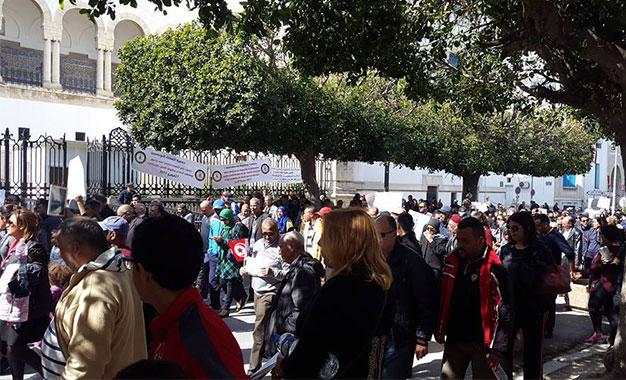 Des parents manifestent contre les syndicats des enseignants Manifestations-des-parents-pour-Jalloul