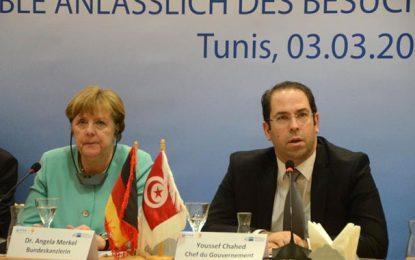 Merkel aux hommes d'affaires: «Le temps est pour le travail»