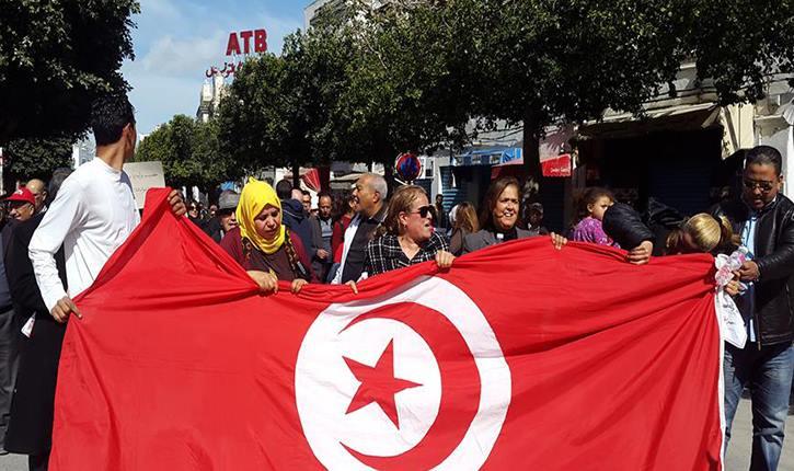 Des parents manifestent contre les syndicats des enseignants Parents-manifestent-pour-Jalloul