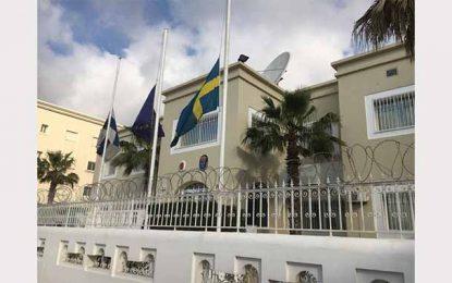 Drapeaux en berne à l'ambassade de Suède en Tunisie