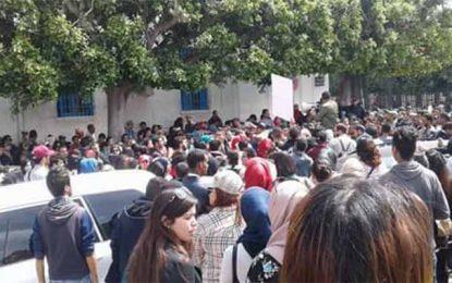 Les étudiants de l'Uget manifestent à l'avenue Bourguiba