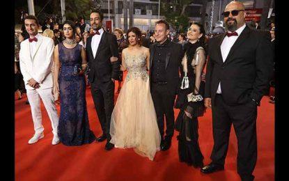 Kaouther Ben Hania et son équipe sur les marches de Cannes
