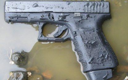 Oued Ellil : Un sac d'armes découvert au bord du canal Medjerda