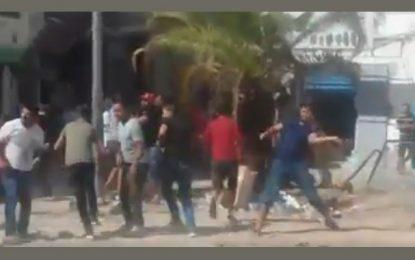 Heurts à Tunis : Deux policiers blessés et 47 manifestants arrêtés