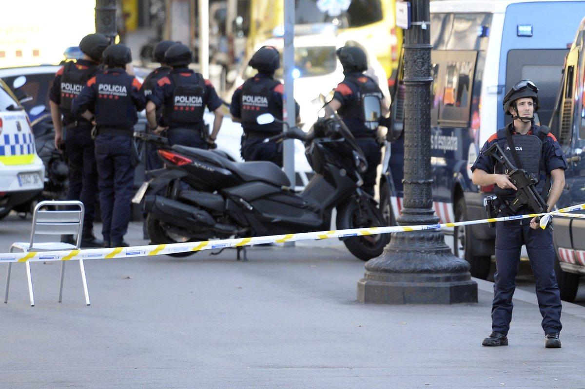 Le parquet de Paris ouvre une enquête antiterroriste — Attentat à Barcelone