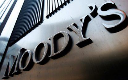 Moody's rétrograde la note de la Tunisie à B1, avec perspective négative